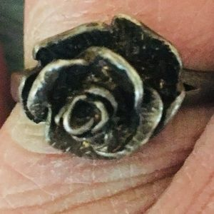 Jewelry - Vintage .925 Silver Rose Shaped Ring